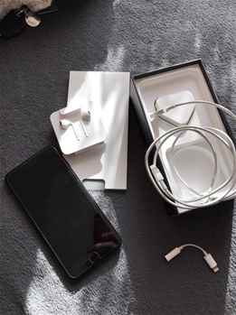 Jet Black Smartphone Apple iPhone 7 Plus Unbox